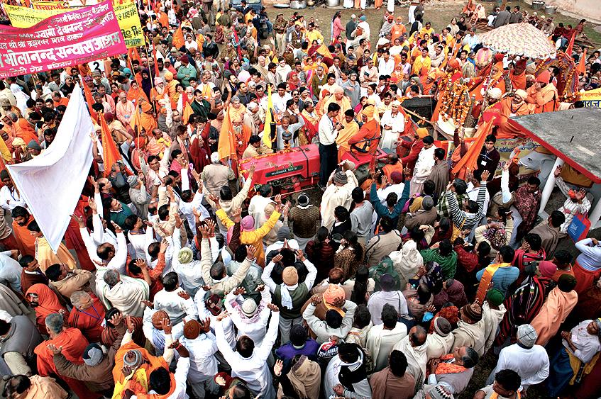 Juna, jun, akhara, procession, Kumb, kumbh, kumbhmela, haridwar, hardiwar, mela, festival, sadhus, sadhu, holy, shiva, shivaratri, ganges, smoking, saddhu, sadhu, allahabad, getty, lonely planet, photography, photographer, images, tpoty, Nassik, 2015, 2012, 2009, Baba, Rampuri, markcoughlan, coughlan, ashepherdsbushmaneatsfromacan, markcoughlanphotos